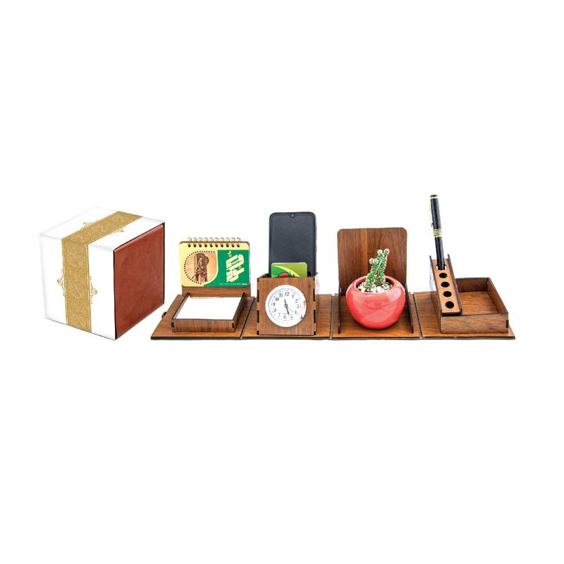 تقویم رومیزی چوبی